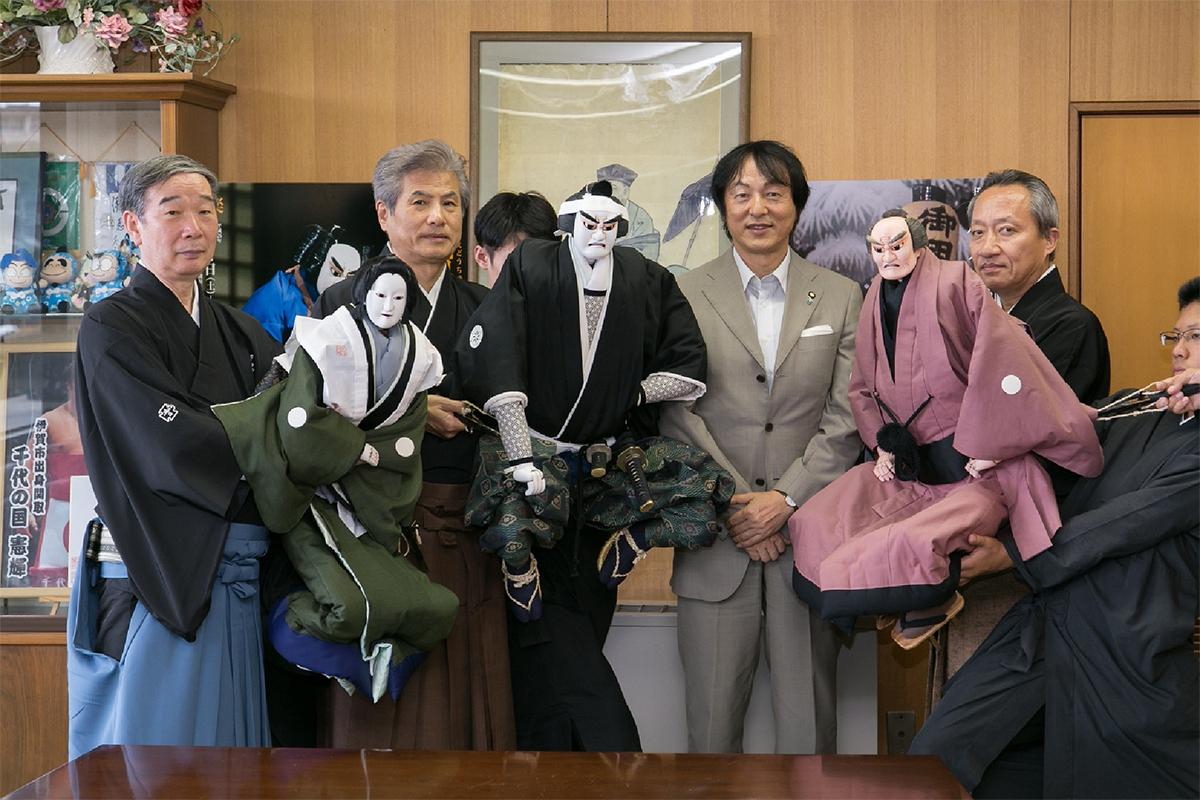 岡本栄伊賀市長を表敬訪問しました 岡本栄伊賀市長を表敬訪問しました 通し狂言「伊賀越道中双六」は